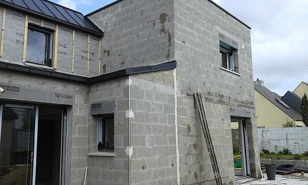 Construction neuve en parpaing maçon à surzur